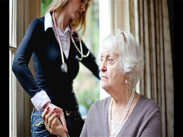 Nguyên nhân dẫn đến bệnh Alzheimer và triệu chứng