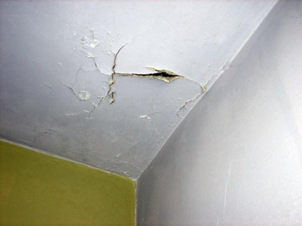 Vì sao cần phủ sơn chống thấm trần nhà khi xây dựng?