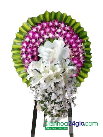 Vòng hoa đám ma làm bằng hoa tươi