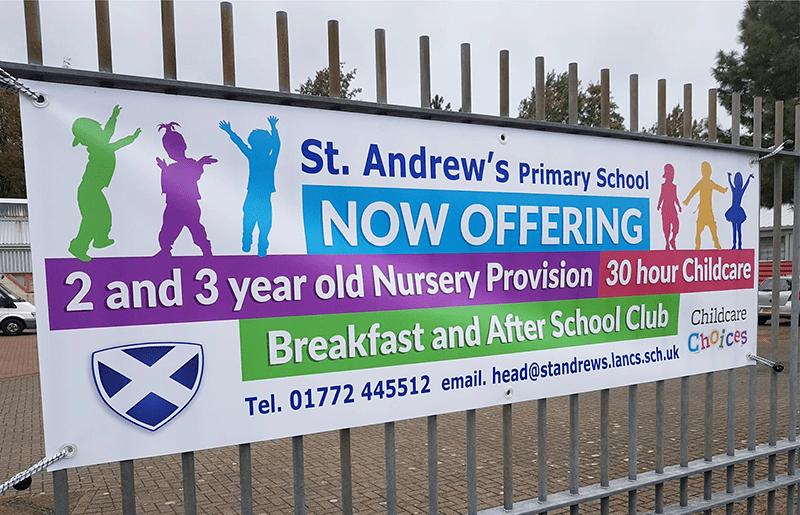 Một banner quảng cáo trường tiểu học